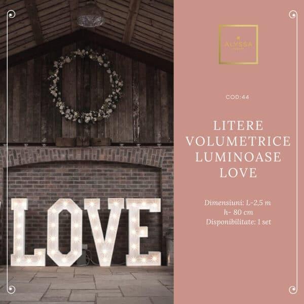 Litere volumetrice luminoase LOVE