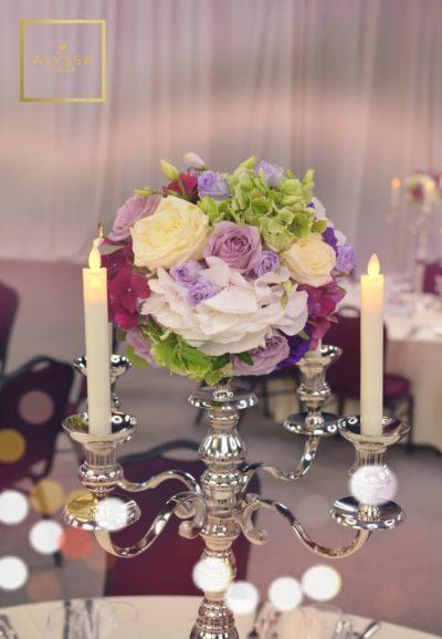 Aranjament floral pe sfesnic